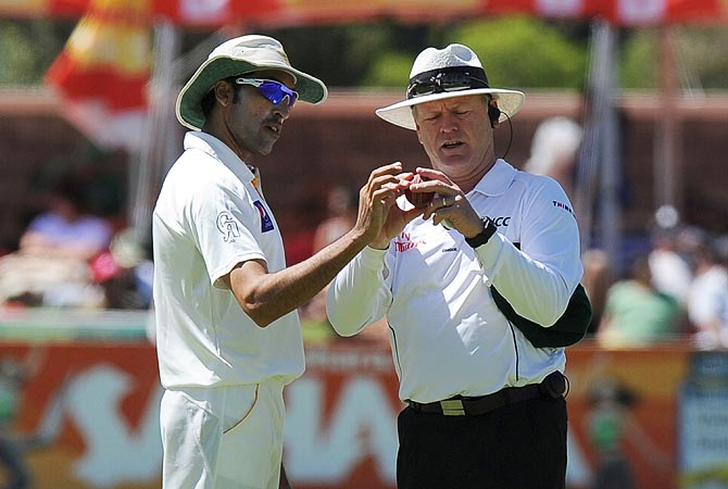 A Pakistan cricketer and the umpire check the ball before it was changed. -Photo by AFP