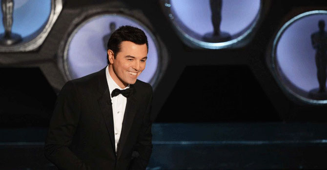 Seth MacFarlane greets the audience. —Photo by AFP