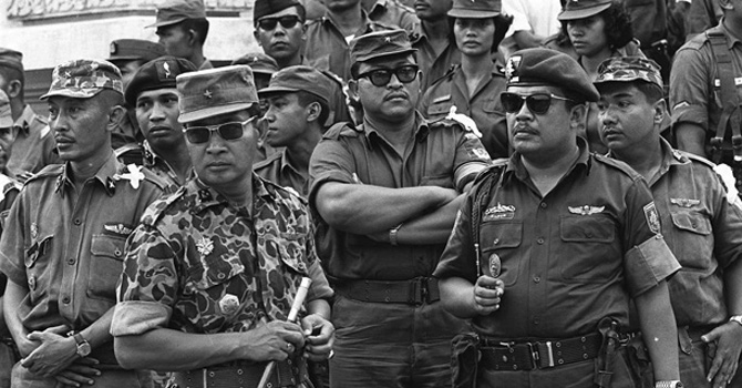 Major General Suharto (in fatigues) with members of the Indonesian military's anti-communist faction. Suhartho toppled Sukarno and went on to rule Indonesia till the early 1990s until he was himself overthrown by a popular democratic movement.