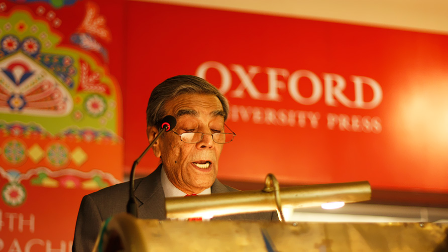 "Zia Mohyeddin at 'A Carrot is a Carrot: Selected Readings"" - Photo by Eefa Khalid/Dawn.com"