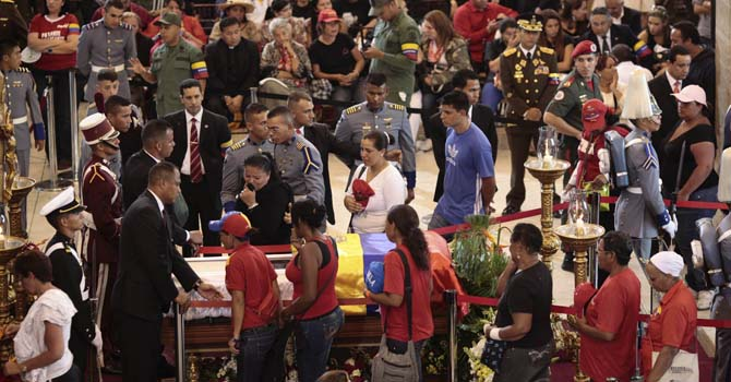 Supporters of Venezuela's late President Hugo Chavez view his coffin during a wake at the military academy in Caracas March 7, 2013, in this picture provided by the Miraflores Palace.—Photo by Reuters