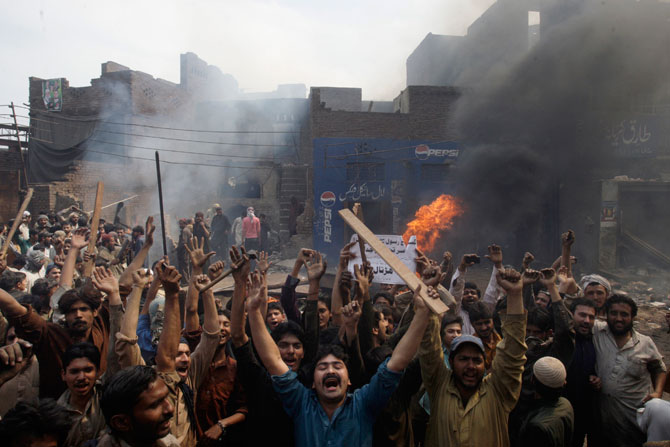 An angry mob reacts after burning Christian houses in Lahore, March 9, 2013.