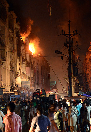 People gather at the site of bomb blast in Karachi on March 3, 2013.?Photo by AFP