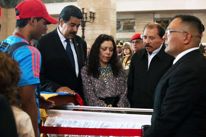 Handout photo released by the Venezuelan Presidency of Nicaraguan President Daniel Ortega (2-R), his wife Rosario Murillo (C) and Venezuelan acting President Nicolas Maduro (2-L) as pay respects to the late President Hugo Chavez, during his funeral at the Military Academy in Caracas, on March 9, 2013. - Photo by AFP