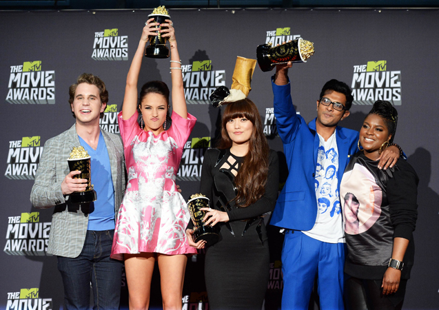 (L-R) Winners of Best Musical Moment Award Ben Platt, Alexis Knapp, Hana Mae Lee, Utkarsh Ambudkar, and Ester Dean pose in the press room.