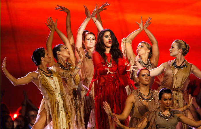 Selena Gomez performs a bollywood-inspired version of