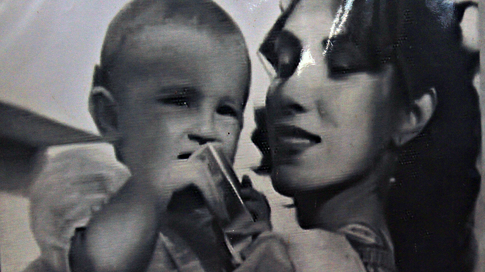 Nusrat Bhutto with Benazir Bhutto