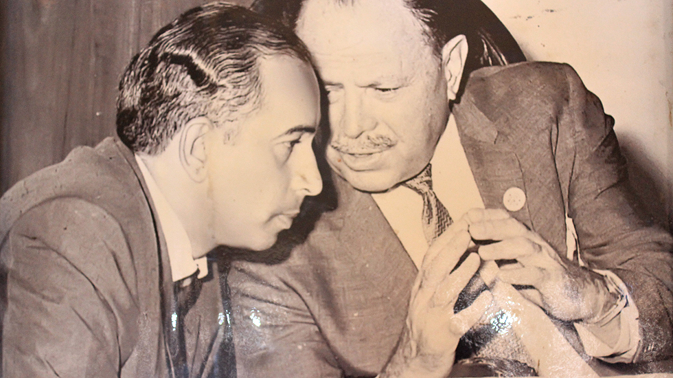 Zulfikar Ali Bhutto (l) and General-turned politician Ayub Khan (r).