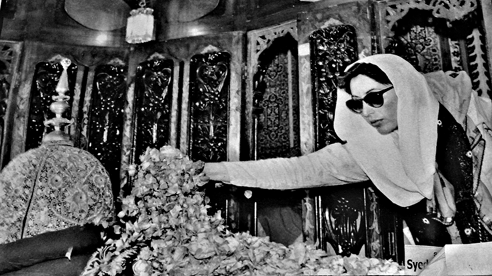 Benazir Bhutto visiting Zulfikar Ali Bhutto