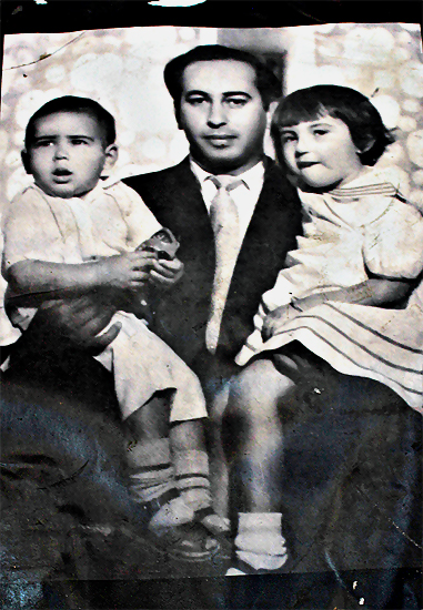 Zulfikar Ali Bhutto with Murtaza (l) and Benazir (r).