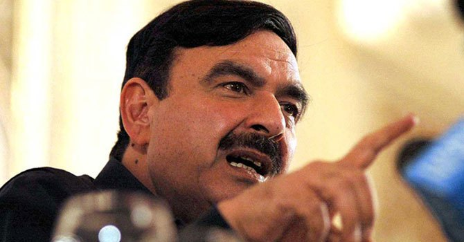Awami Muslim League (AML) leader Sheikh Rashid. —Photo by APP/File