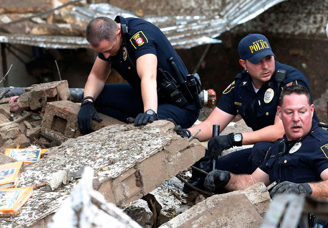 Police dig through the rubble of the Plaza Towers Elementary School. —AP Photo