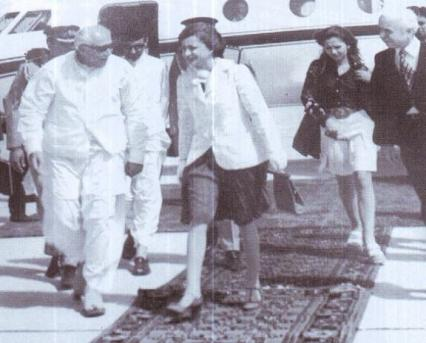 NAP leader and Governor of Balochistan, Ghous Bakhsh Bezinjo, escorting foreign delegates at the Quetta Airport in 1973.