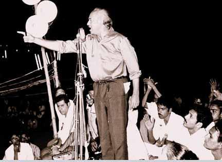 ZAB addressing a leftist student rally in Karachi in 1970.