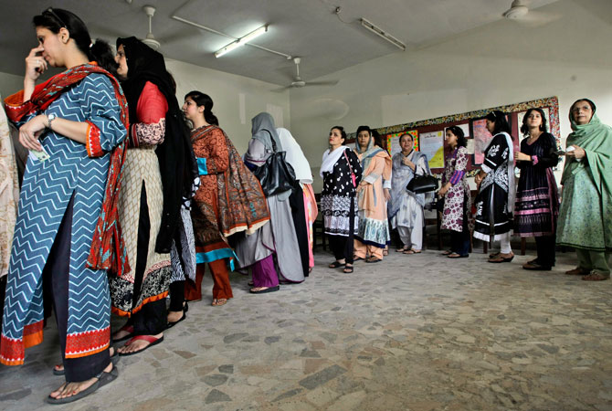 Pakistani women line up waiting to cast their ballots during re-polling for the general elections, at a polling station in Karachi, Pakistan, Sunday, May 19, 2013. Pakistan's election commission finalised arrangements for re-polling in a Karachi's constituency where complaints of non-availability of staff, election material and alleged rigging compelled the authorities to reorder the polling.