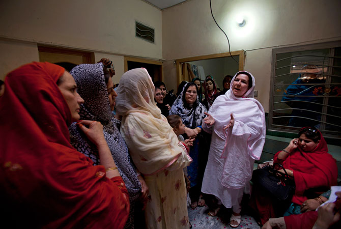 Raising awareness for women voters - Pakistan - DAWN.COM