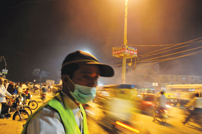 pollution-karachi-traffic-670