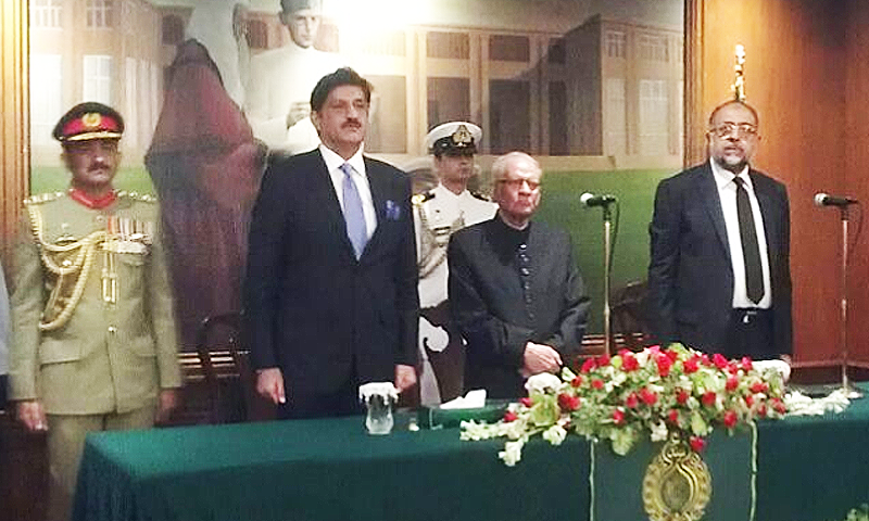 Former CJP Justice Saeed-uz-Zaman takes oath at Governor House. ─ DawnNews
