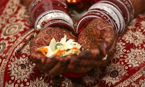 India's cash crunch hits countryside, weddings in trouble