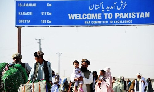 Pakistanis who fled army offensive begin to return home: officials