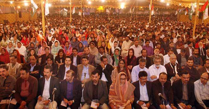 Activists and leaders of MQM listening to the telephonic address of party chief Altaf Hussain at Lal Qila ground in Karachi. – File Photo by Online