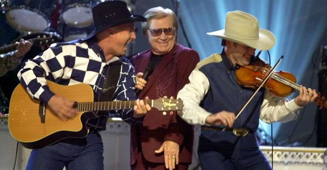 "Garth Brooks, left, and George Jones, center, perform their duet ""Beer Run"" at the Country Music Association Awards show in Nashville in 2001. —Photo (File) A"