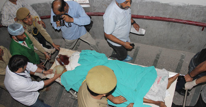 Pakistani prisoner Sanaullah, an inmate of India's central Jammu jail, is shifted to the intensive care unit at a hospital in Jammu on May 3, 2013, after being attacked by Indian inmates at the prison.
