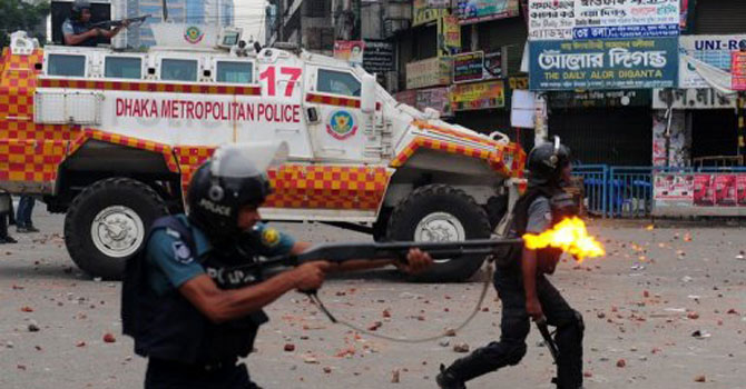 Bangladeshi police fire rubber bullets towards demonstrators during clashes with Islamists in Dhaka on May 5, 2013. — Photo by AFP