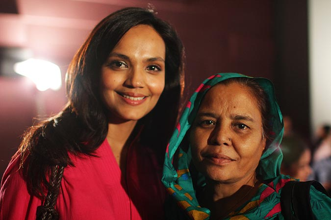 Pakistani television and film actor Aamina Sheikh (As Fatima in Josh) with Parveen Saeed founder of Khana Ghar.–Photo by Alisia Pek/Dawn.com