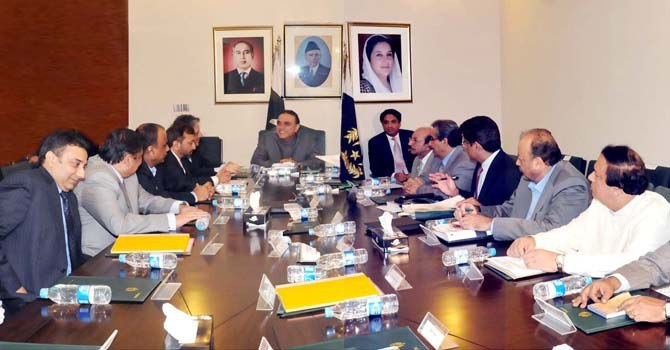 President Asif Ali Zardari chairs a meeting at Bilawal House in Karachi. – PPI Photo/File