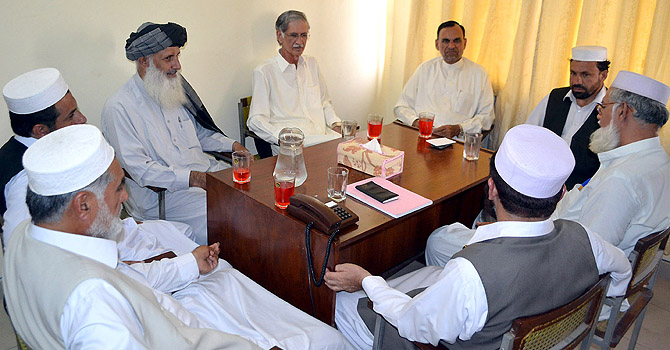 Central General Secretary of Pakistan Tehrik-i-Insaf, Parvez Khattak central leader Azam Khan Swati talking with Ameer Jamaat-i-Islami KP Professor Mohammad Ibrahim and other at Al-Markaz-e-Islami. — Photo by INP