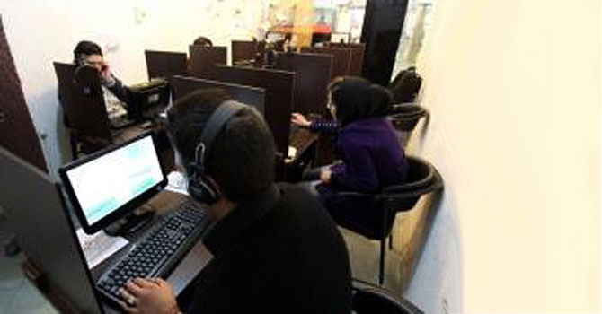 Iranians surf the net at a cyber cafe in Tehran.—Photo by AFP