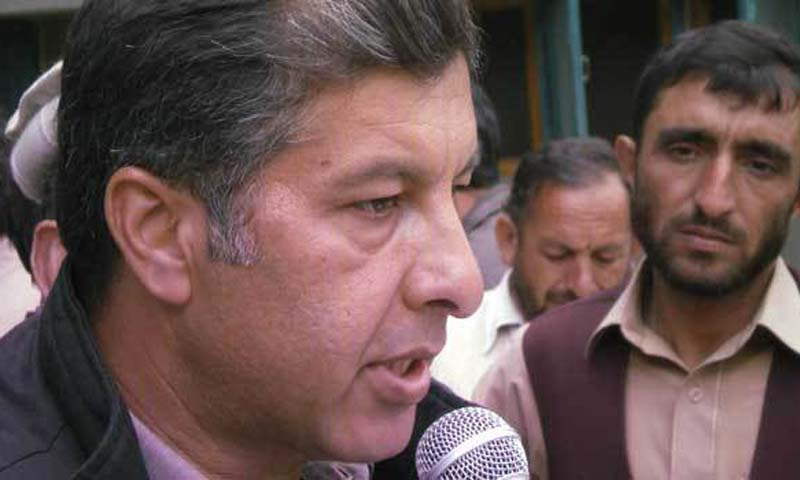 Shahzada Khalid Parvaiz, President of APML Chitral, announces to reject the party's decision of boycotting the polls during a press conference on Saturday. – Photo by Zahir Shah Sherazi