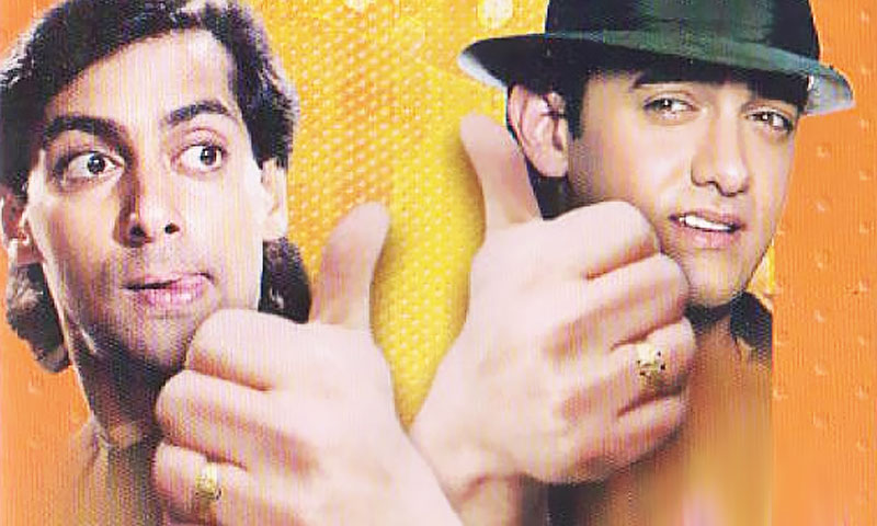(L-R) Salman Khan and Aamir Khan in Andaz Apna Apna