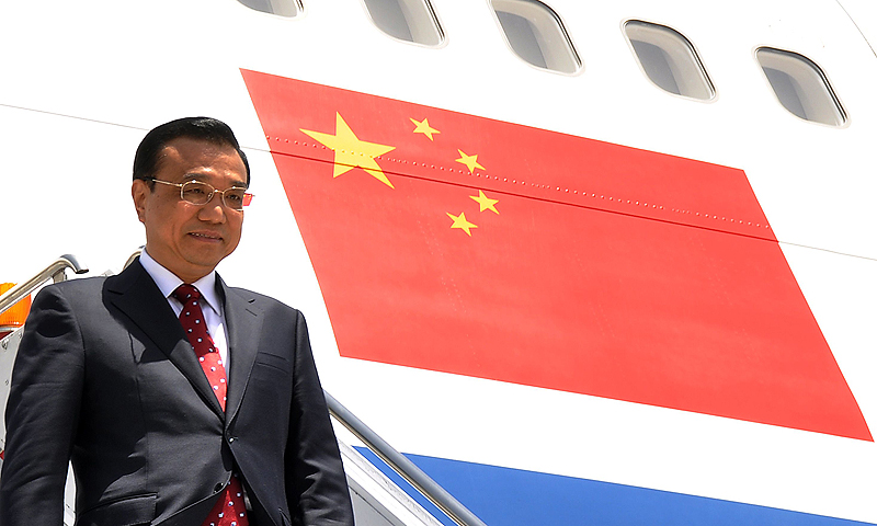 Chinese Premier Li Keqiang steps down from his plane upon arrival at Pakistan's Nur Khan air base in Rawalpindi on May 22, 2013.— AFP Photo