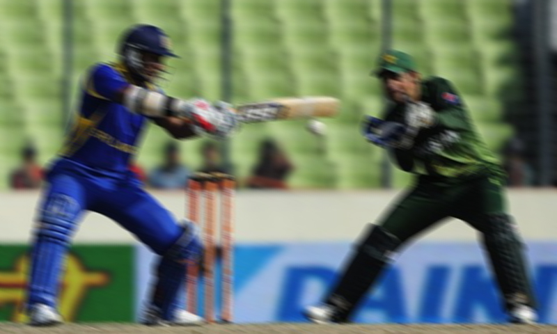 John Holder said he was offered 10,000 pounds to sway the course of an ODI between Sri Lanka and Pakistan in Sharjah.