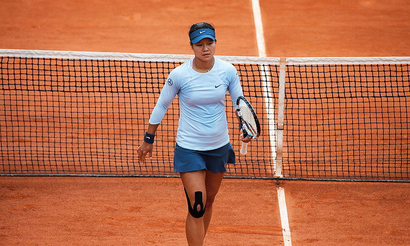 2011 Roland Garros winner Li Na of China walks away from the net in her second round match. -Photo by AP