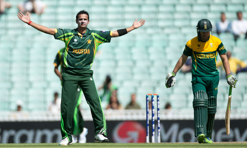 Pakistan's Asad Ali celebrates taking the wicket of South Africa's AB de Villiers (right) — AP Photo
