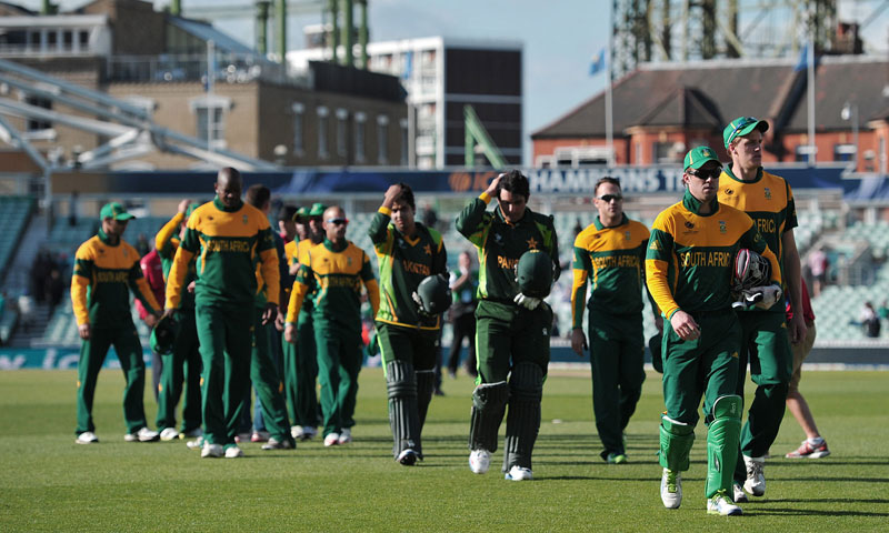 Pakistan and South Africa players leave the field after Pakistan won the warm-up cricket match ahead of the 2013 ICC Champions Trophy — AFP Photo
