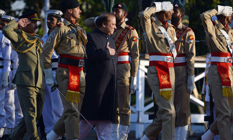 New Pakistani Prime Minister Nawaz Sharif (C) inspects a guard of honour during a welcoming ceremony at the Prime Minister House in Islamabad on June 5, 2013. — AFP Photo