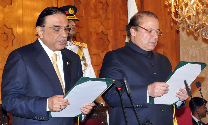 Pakistani President Asif Ali Zardari (L) administers the oath to newly-elected Pakistani Prime Minister Nawaz Sharif (R) during a ceremony at the Presidential Palace in Islamabad  on June 5, 2013. — AFP Photo