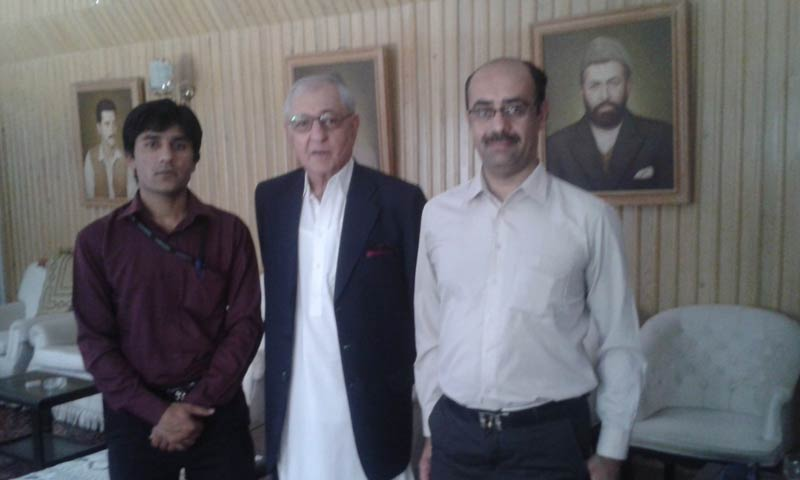 Muhammad Khan Achakzai with journalists. - Photo by Author
