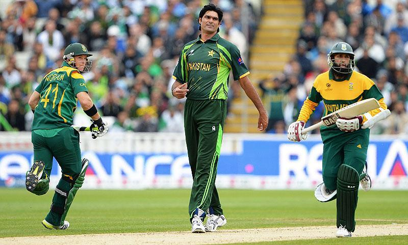 Irfan (C) reacts as South Africa's Hashim Amla (R) and Colin Ingram (L) run between the wickets. -Photo by AFP
