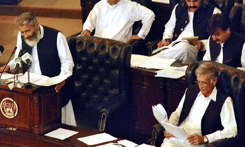 Khyber Pakhtunkhwa Finance Minister Sirajul Haq presentinf the pronvincial budget for the year 2013-14 in the KP Assembly on June 17, 2013.—APP Photo