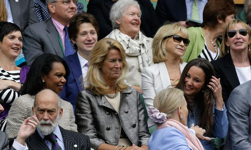 Pippa Middleton, the sister of Britain's Duchess of Cambridge Kate Middleton, front right, talks to Britain's Princess Michael of Kent, second from right in front, alongside former US Secretary of State Condoleezza Rice, left, Britain's Prince Michael of Kent, front left, and actress Felicity Kendall as they await for the start of play on Centre Court.