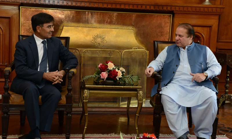 Indian High Commissioner to Pakistan Sharat Sabharwal meets with Prime Minister Nawaz Sharif. — File Photo