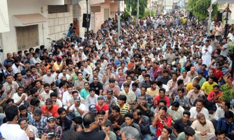 A large number of Muttahida Qaumi Movement (MQM) workers and supporters gathered outside the party headquarters shortly after the announcement on June 30, 2013.—Photo: MQM.org