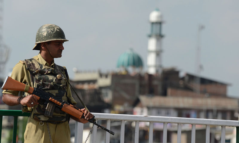 An Indian paramilitary soldier stands guard during a one day shutdown in Srinagar on July 1, 2013.—AFP Photo