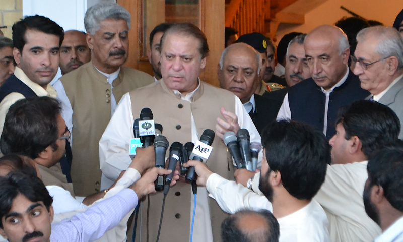 Prime Minister Mian Muhammad Nawaz Sharif talking to newspersons in Quetta.— Photo by Syed Ali Shah