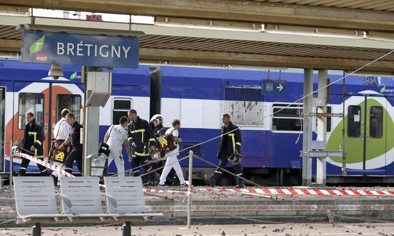 A picture shows a derailed wagon on the site of a train accident in the railway station of Bretigny-sur-Orge on July 12, 2013 near Paris. – AFP Photo